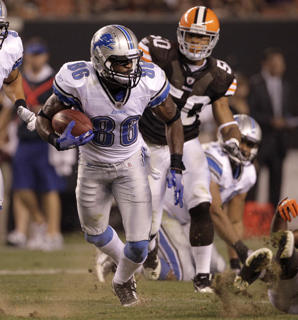 Hughes makes a catch in 2011 with the Detroit Lions during a game versus the Cleveland Browns.