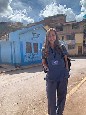 School of Nursing student Anna Jordan Butts in front of the medical clinic where she volunteered over the summer in Cusco, Peru.