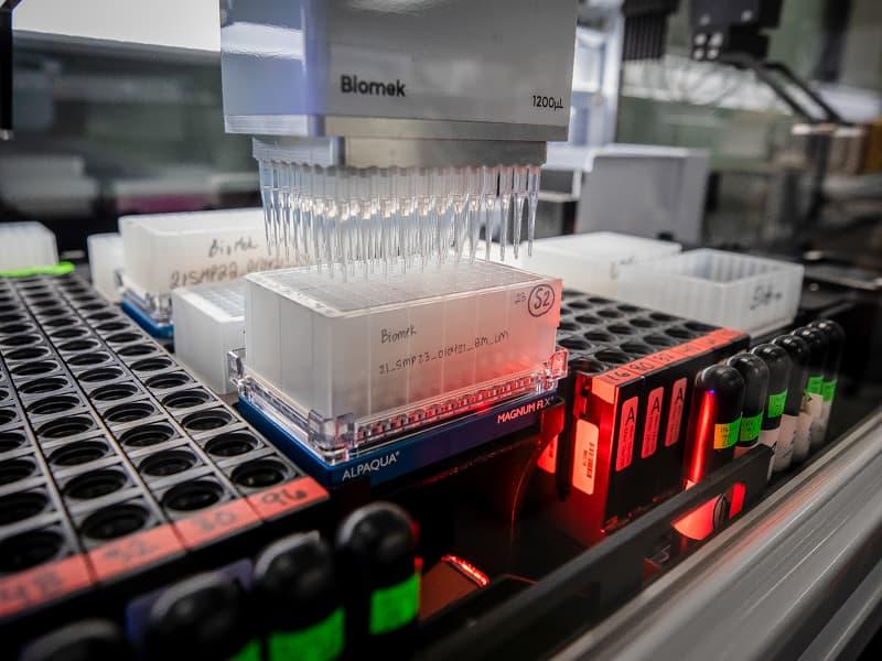 Deux nouveaux robots Biomek i7 permettent au laboratoire de pathologie moléculaire d'étendre considérablement le traitement des échantillons de test COVID-19.