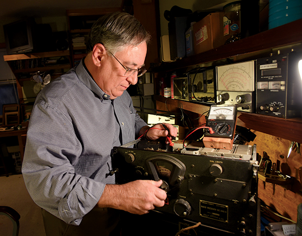 Students, faculty, poetry buffs, old radios in good hands with Didlake