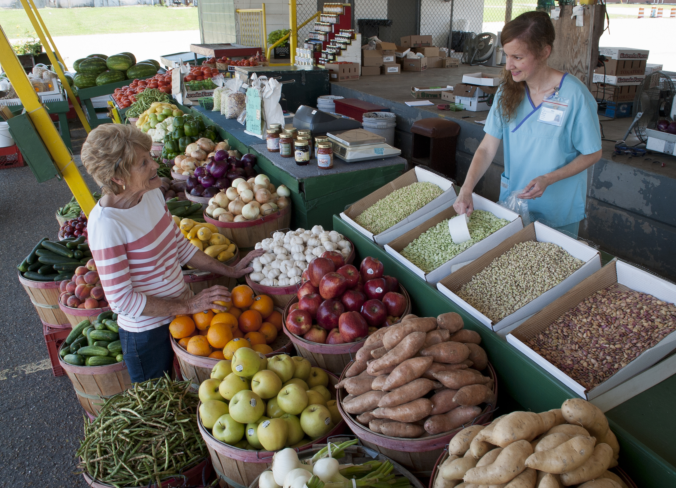 Veg out for health at farmer's markets, UMMC experts say