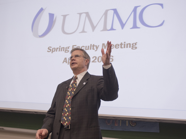 Vitter champions inter-campus teamwork in inaugural meeting with faculty