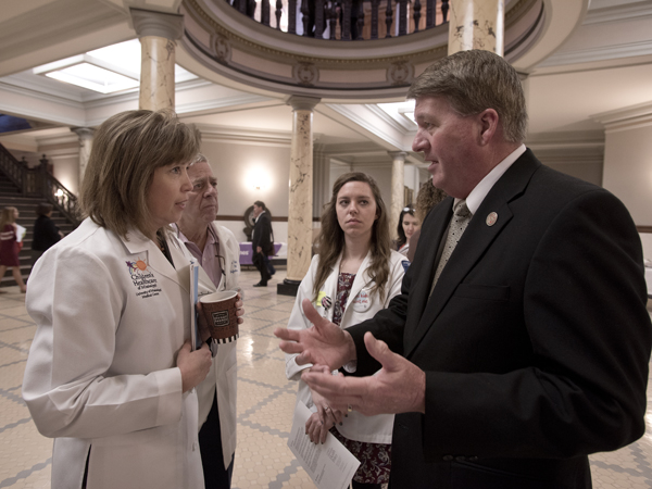 Pediatric trainees, legislators share information during AAP Capitol Day