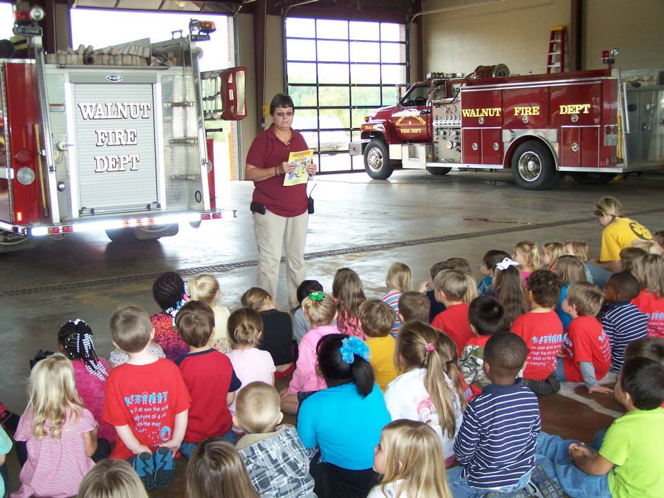 Walnut Mayor Vicki Skinner, a Walnut Volunteer Fire Department member for more than 25 years, talks to students about the department's  role in the community. (File photo courtesy city of Walnut)