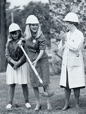 Ann Calhoon, center, and Dr. Jeanette Pullen, right, took turns with the shovel at the cancer Clinic's Aug. 30, 1989 groundbreaking ceremony.