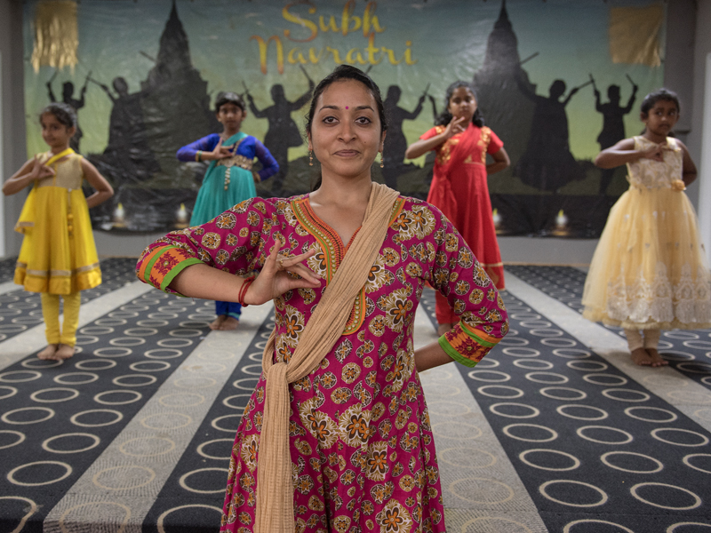 Deepti Patki, center, teaches a traditional Indian dance to Manaswini Kakarla, Shivanisree Nanthakumar, Divya Venkataraman and Srida Katakam.