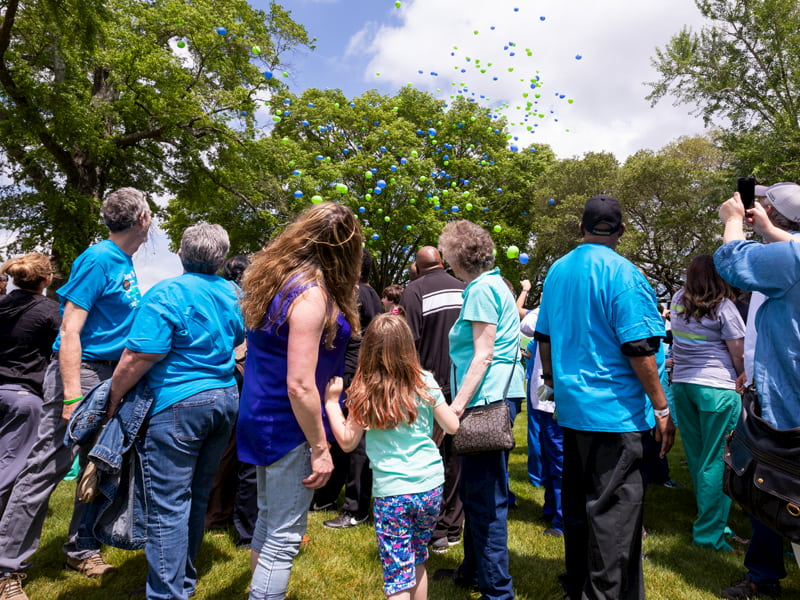 Transplant recipients, organ donor families, University Transplant staff and employees of the Mississippi Organ Recovery Agency release balloons at the 2018 Legacy Lap.